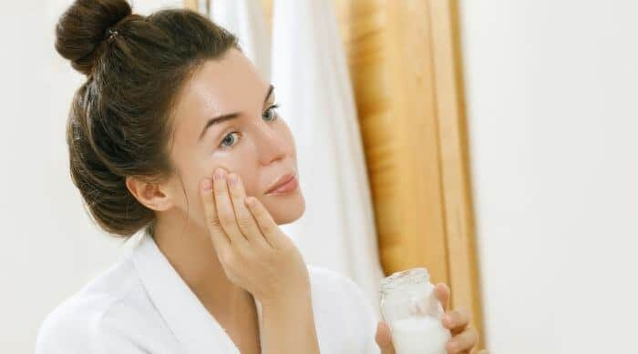 11 Skincare Emina untuk Kulit Berminyak Terbaik